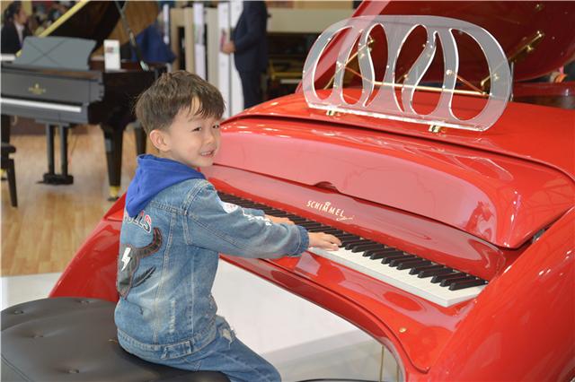 SCHIMMEL钢琴赴约2018年上海展,飞马琴火热亮相,炫彩夺目!